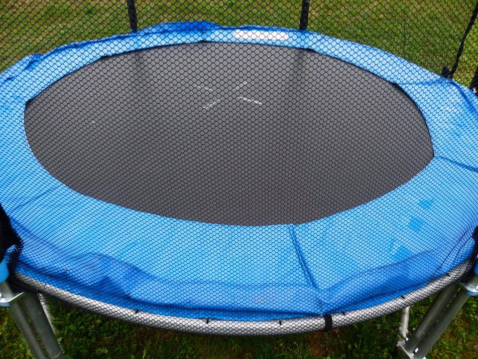 Venkovní trampolína