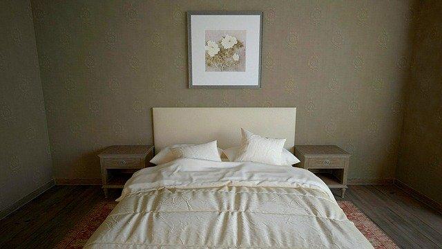 obraz kytky nad postelí.jpg