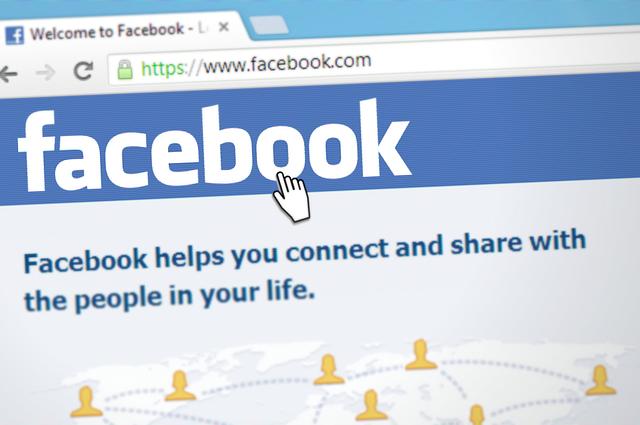 myš na facebooku