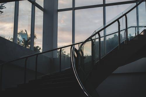 schodiště skleněné