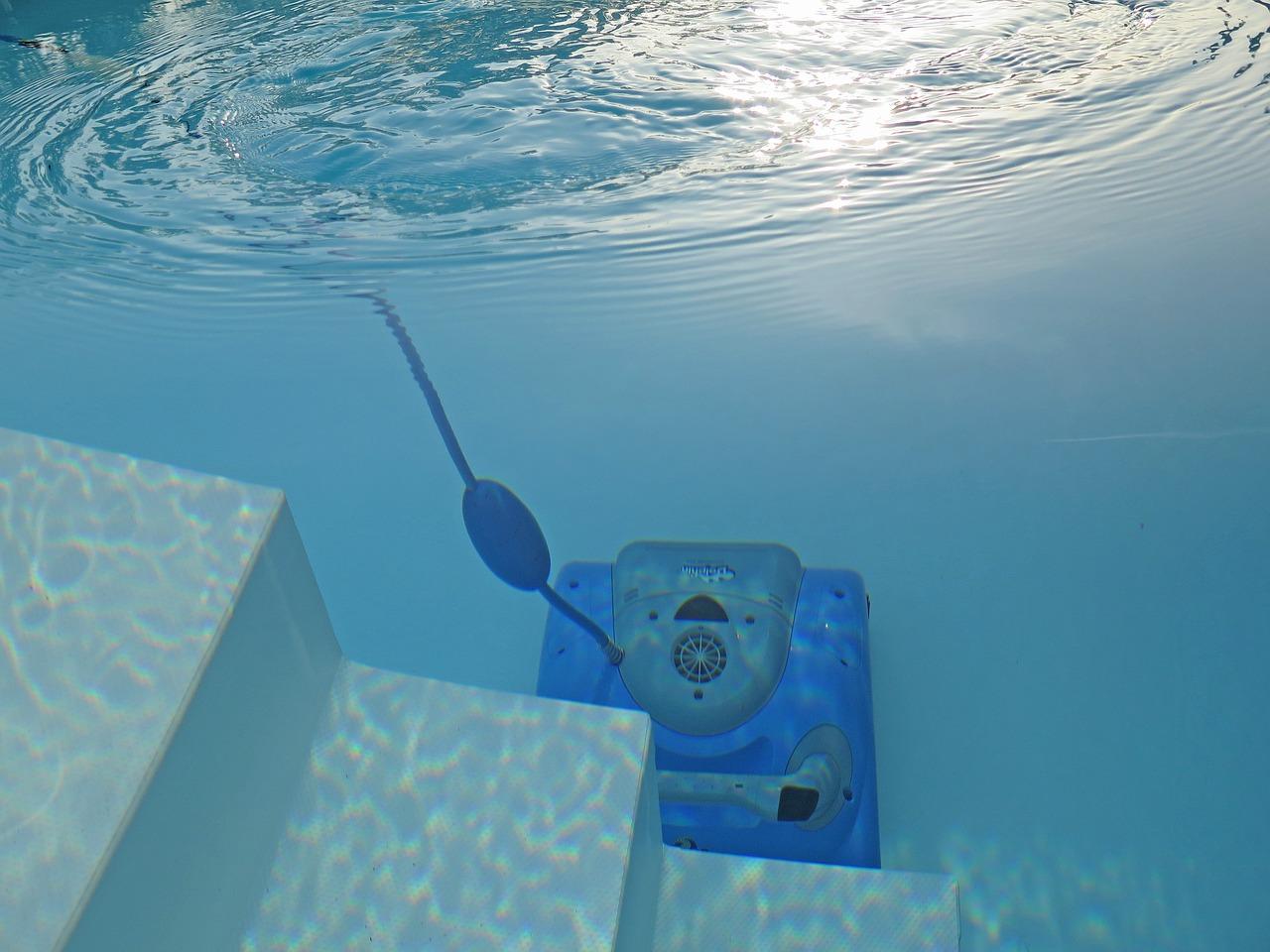 vysavač v bazénu